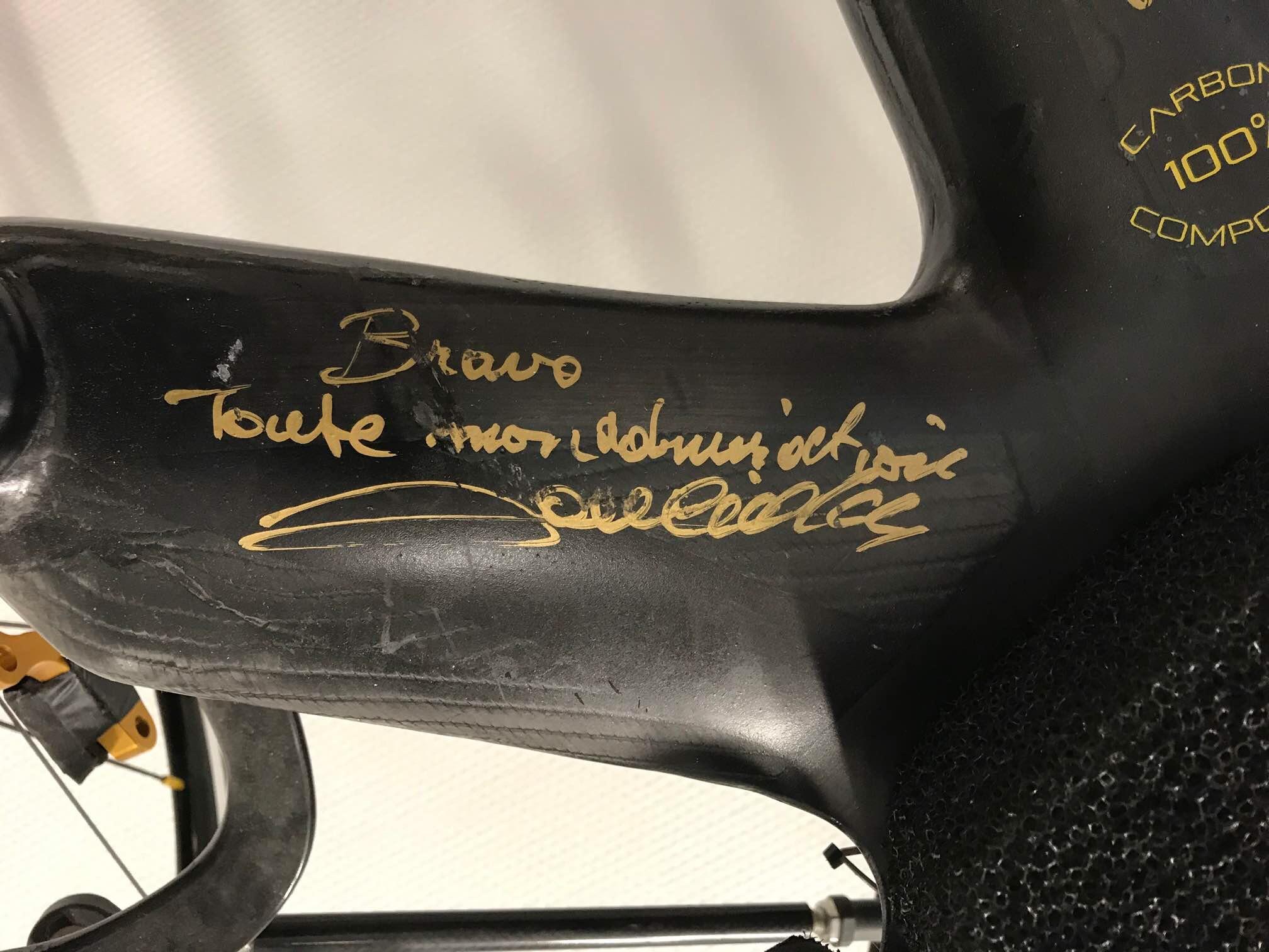 Poulidor a signé le trike de l'équipe
